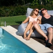 Серый негабаритный стул для отдыха, надувной коврик для бассейна beanbag, мешок для бассейна bean lounge, расслабляющий стул для воды, внешняя мебель
