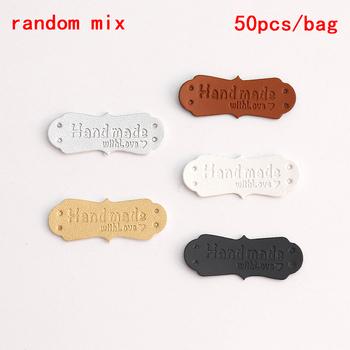 50 sztuk 41x16mm ręcznie robione tagi ręcznie robione Faux skórzane Knitting etykiety na ubrania ręcznie robione z miłością PU etykiety do torby akcesoria do szycia tanie i dobre opinie TPXCKz CN (pochodzenie) Przyjazne dla środowiska PU Leather Tags PRINTED Tak ( 50 sztuk) DO ODZIEŻY buty Bags