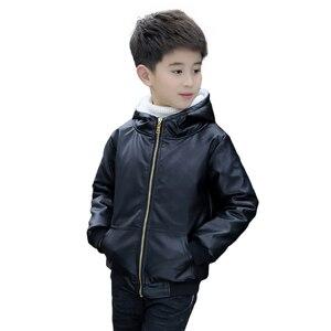 Image 4 - Chaqueta de piel con capucha para niños y niñas, chaqueta de cuero de motociclista con cremallera, forro polar cálido para invierno, prendas de vestir exteriores para adolescentes, 6, 9, 10, 11 y 12 años