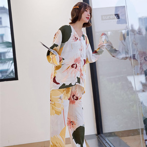 Image 4 - ربيع 2020 جديد السيدات الأزهار المطبوعة الساتان سترة + السراويل 2 قطعة مجموعة النساء ملابس خاصة مجموعة كاملة الأكمام رقيقة Homewear للإناث