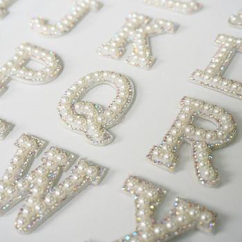 A-Z perła Rhinestone angielska litera alfabetu szyć żelazko na łatka naszywka 3D Handmade litery łatki torba kapelusz dżinsy aplikacja DIY tanie i dobre opinie 3 5 cm x 4 5 cm Ekologiczne Appliqued Plastry Iron-on Tak ( 50 sztuk) HB184