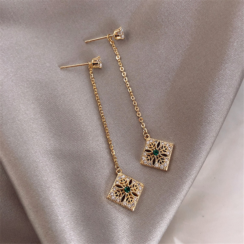 New design fashion jewelry retro hollow alloy drop earrings long delicate inlaid green crystal pendant party earrings for women