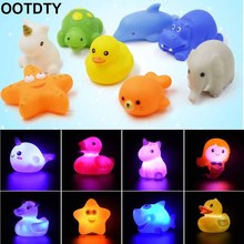 1-2Pcs Baby Water Flashing Floating Animals Dolphins Kids Automatic Led Lighting up Beach Play Toys for the Bathroom Bath