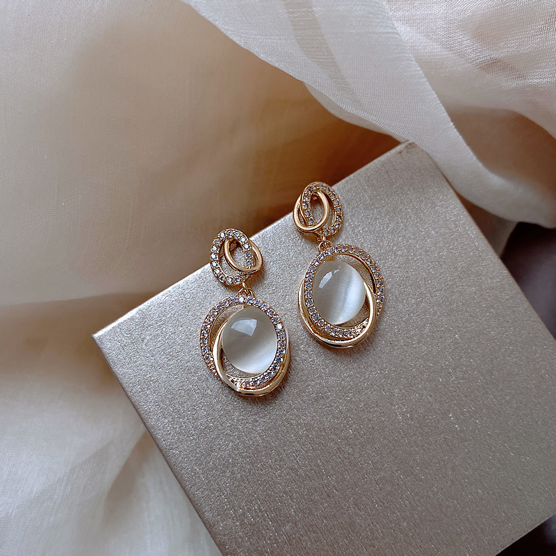 Trendy Female White Moonstone Drop Earring Classic Gold Color Wedding Earrings For Women Charm Crystal Oval Love Dangle Earrings