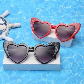 Dziecięce okulary przeciwsłoneczne w kształcie serca chłopcy strasy dla dziewczynek moda miłość okulary dziecięce okulary przeciwsłoneczne prezent dla dzieci śliczne okulary przeciwsłoneczne okulary tanie i dobre opinie XojoX Dziewczyny Gogle Żywica UV400 41mm Poliwęglan TYJ1339 34mm Ultra-light 20g boys girls UV400 Protection Round Face Long Face Square Face Oval Face