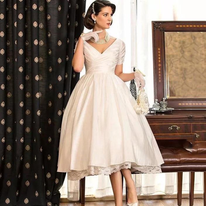 Vintage Ball Gown Short Wedding Dress V Neck Satin Short Sleeve Lace Cut Outs Bridal Gown Tea Length Vestido De Noiva Curto
