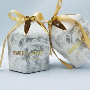 Image 2 - קופסות מתנת אריזת חתונה טובה שוקולד תיבת Bomboniera מתנות קופסות ספקי צד עם פעמוני & סרטי נייר שקיות