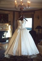 Elegant Princess Satin Wedding Dress Strapless Sweetheart Bridal Gown with Crystal Beadings