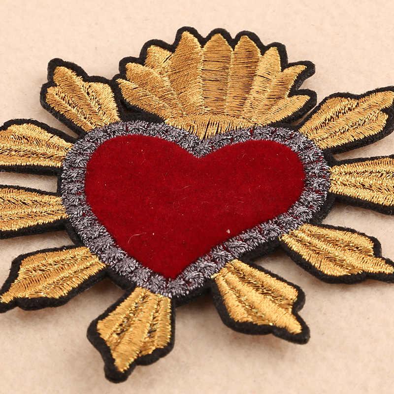 1 vestito di un pezzo D'oro Corona Rosso Del Cuore di Amore di Applique Del Ricamo Patch per Abbigliamento Carino Motif Ferro sul Toppe e Stemmi FAI DA TE Distintivo Dell'indumento decorazione