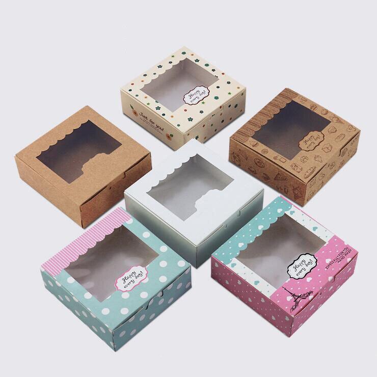 Boîte d'emballage de bonbons en papier de taille carrée Qi avec fenêtre transparente 13.5*13.5*5cm biscuits colorés gâteaux boîte-cadeau de mariage boîtes de cuisson