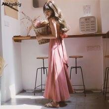 Платье женское на бретельках-спагетти с открытой спиной