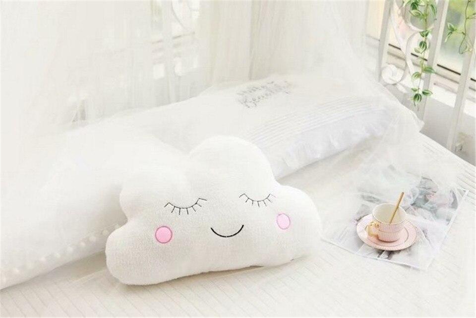 Céu de pelúcia travesseiros dormindo sorriso nuvem
