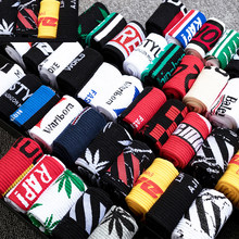 Calcetines deportivos de algodón para hombre, medias largas de estilo universitario Harajuku, a la moda, con letras blancas, para skateboard y baloncesto