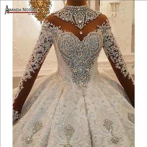 Image 1 - トップ高級ヘビービーズウェディングドレス黒花嫁デザインのウェディングドレスブライダルメイクアップ 2020