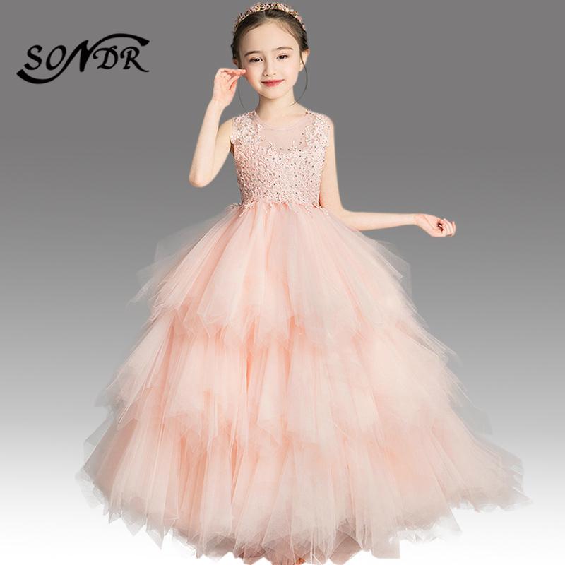 Однотонное платье трапециевидной формы с цветочным узором для
