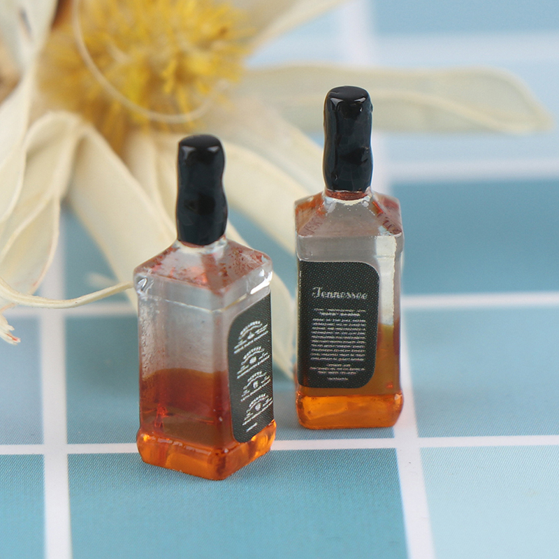 2Pcs Resin 1/12 Dollhouse Miniature Accessories Mini Resin Bottle Simulation Wine Bottle Model Toys For Doll House Decoration