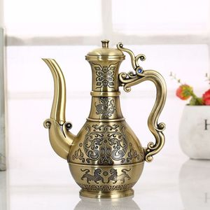 Metallic liquor jugs are married with high-end old-fashioned nostalgic antique creative bronze jugs.