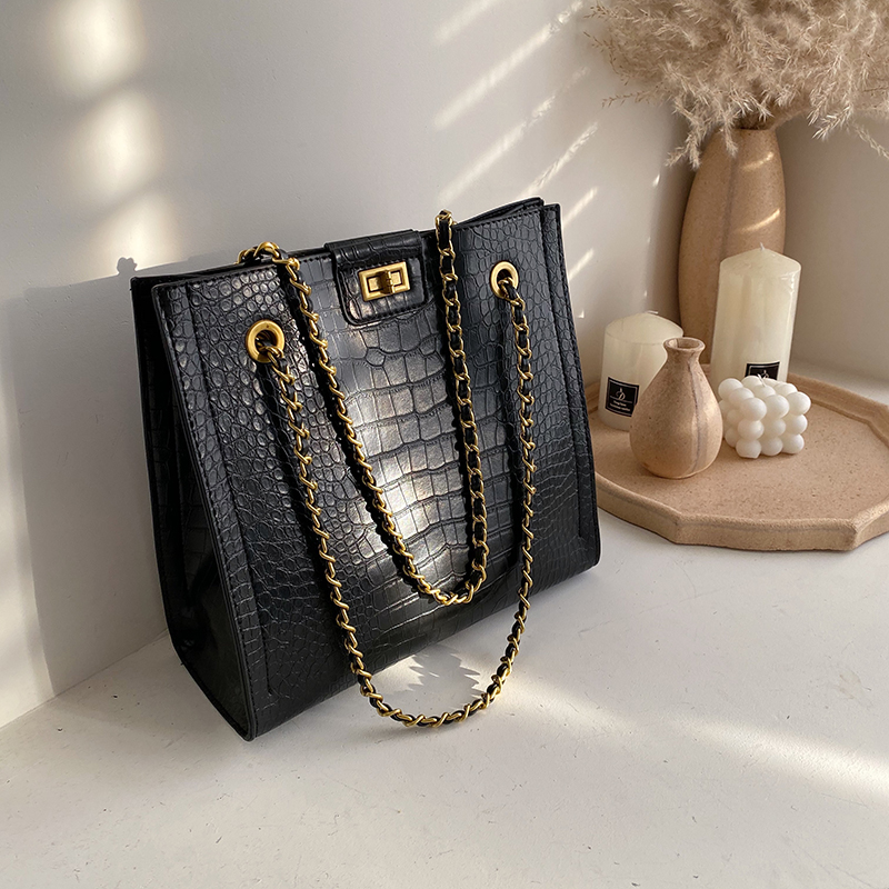 Crocodile Pattern Crossbody Bag 2019 Fashion New High Quality Leather Women's Designer Handbag Lock Chain Shoulder Messenger Bag