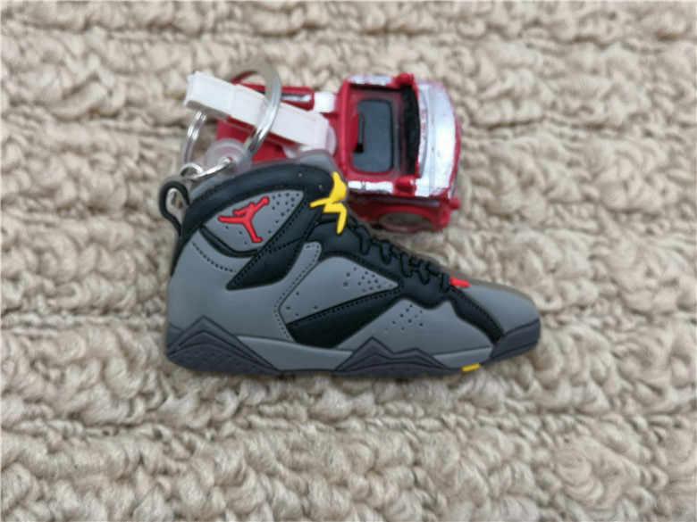 新ミニキーホルダーエキゾチックジョーダン 7 レトロ靴キーチェーンの男性と女性の子供のギフトキーリングバスケットボールスニーカーキーホルダーポルトクレフ