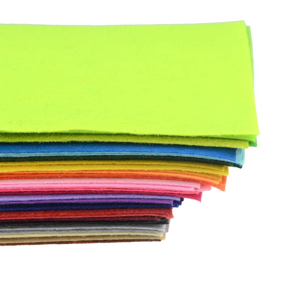 40 Pz/lotto 15x15cm Tessuto Non Tessuto FAI DA TE Giocattoli Regalo Colorato Manuale Panno di Feltro di Poliestere A Mano Quadrato Artigianato Per mostra