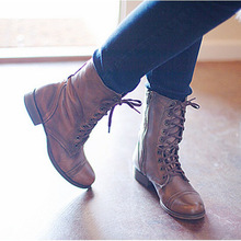 цена на 2019 New Winter Boots Women Retro Shoes Leather Boots Vintage Rivets Round Toe Lace-Up mid-calf Martin Boots zapatos Plus Size