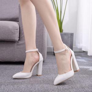 Image 2 - קריסטל מלכת סנדלי נשים גבוהה עקבים קיץ כיכר העקב פלטפורמת נעליים סקסי גבירותיי לבן מסיבת חתונה אישה נעלי משאבות