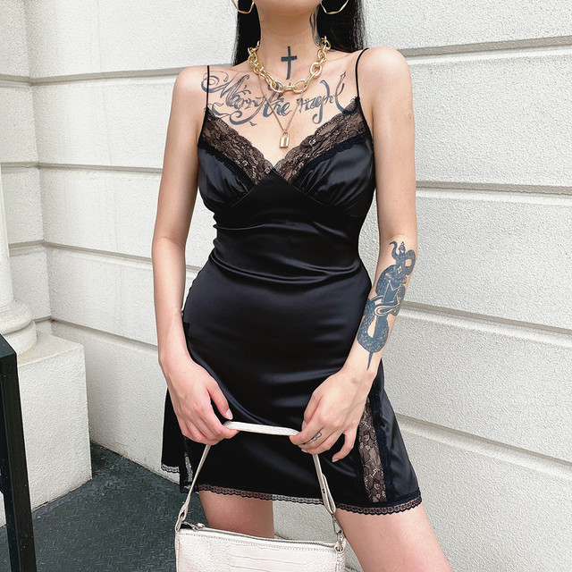 Darlingaga V Neck Satin Strap Sexy Black Dress Women Lace Patchwork Backless Summer Dress Mini Side Split Ladies Dresses Fashion