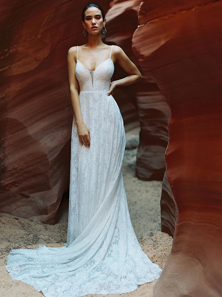 2020 Plunging V-Neck Open Back Bohe Sexy A-line Wedding Dresses Sleeveless Chic Lace Layer Tulle Beach Wedding Gowns AC29