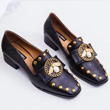 Frauen aus echtem leder dicken niedrigen ferse zehe slip-on loafers revet kette bee dekoration frühling neue heels schuhe für frauen