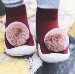 Sapatos de bebê da criança sapatos de bebê Hairball não-deslizamento sapatos meias chão sapatos Meias Pé 6 cores 5 tamanhos tz04