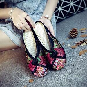 Image 2 - Veowalk夏女性の旧北京基本フラットスリッパ花刺繍カジュアル美しいスライドの綿の靴