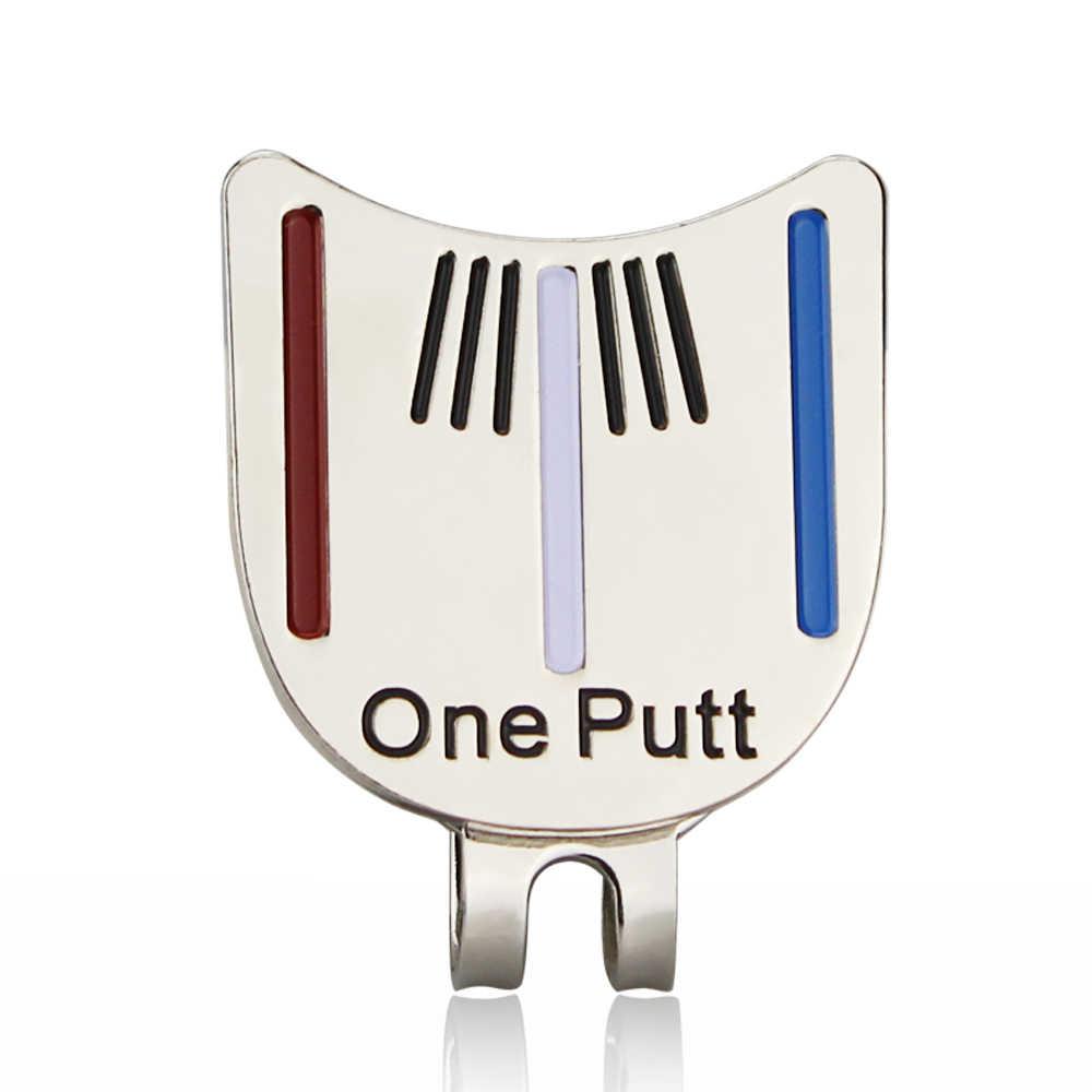 Uma ponta de golfe colocando alinhamento ferramenta de mira bola marcador com clipe de chapéu magnético atacado