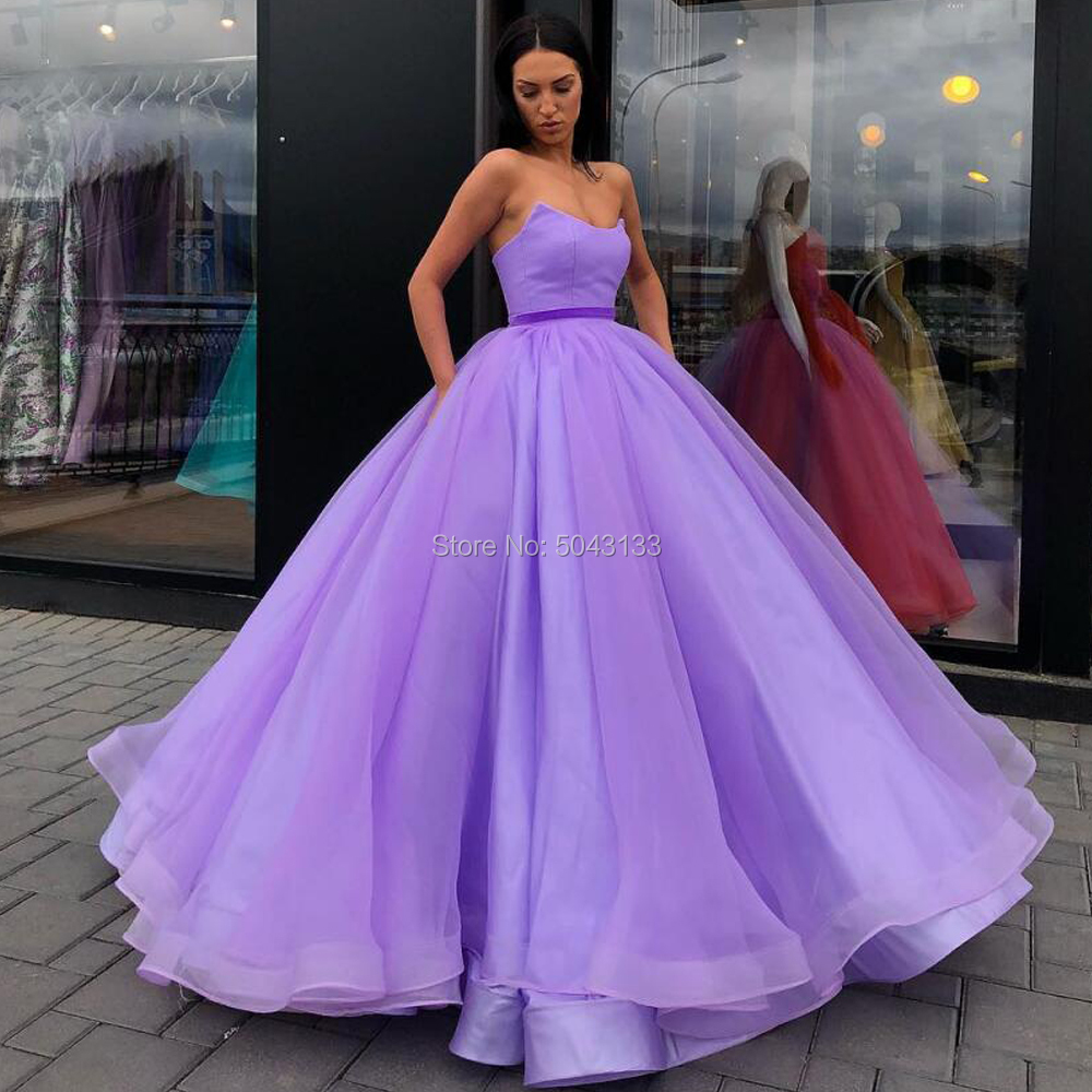Elegant Tulle Ball Gown Prom Dresses Red Off The Shoulder Sweetheart Formal Prom Gown 2020 Simple Celebrity Party Evening Dress