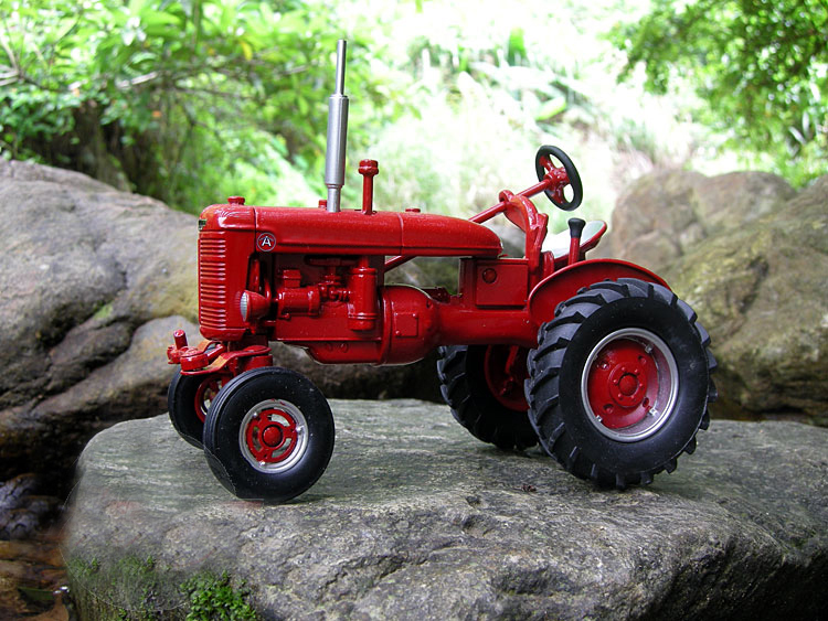 Special Offer  Fine  1:16  14177 CA IH Retro Tractor Model  Agricultural Vehicle Model  Alloy Collection Model