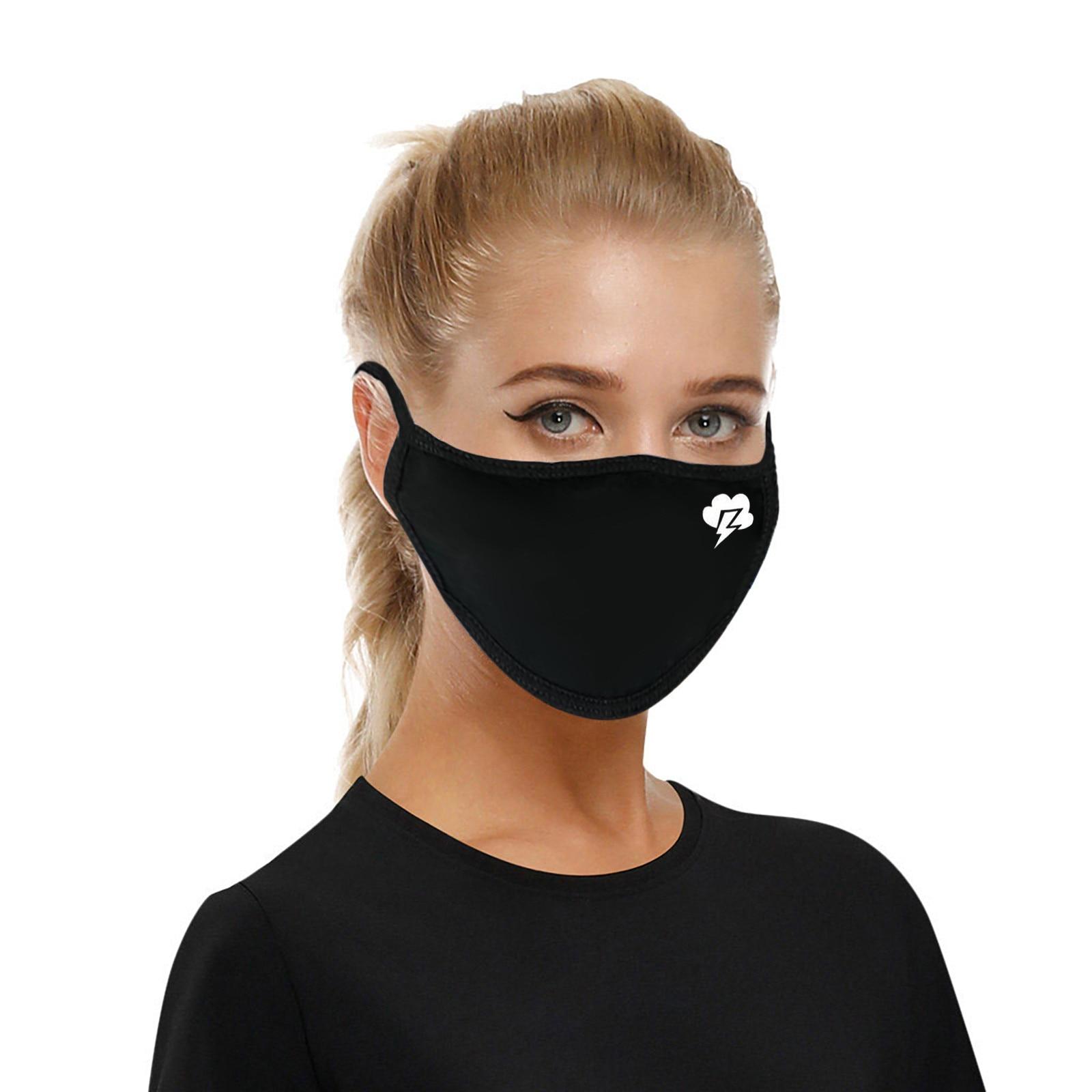 Maska ze wzorem burzowym.
