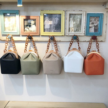 Luxury Acrylic Chains Women Handbag Pu Leather Women Messenger Bag Acrylic Clip Box Girls Bucket Bag Fashion Lady Evening Bags