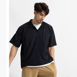 EWQ/Мужская одежда, японская эластичная ткань, тонкий стиль, Свободные плиссированные топы с отворотом, короткий рукав, рубашки поло для мужч...