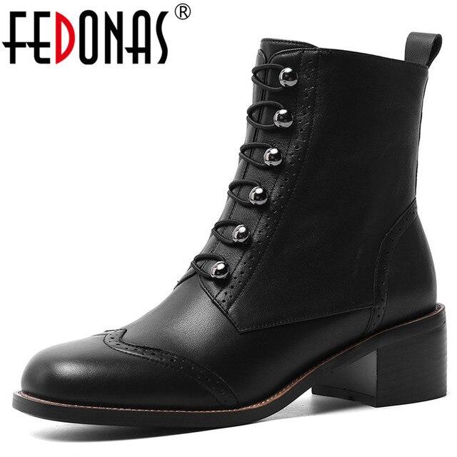 FEDONAS kadınlar klasik kare ayak yarım çizmeler kış sıcak hakiki deri Brogue çizmeler parti rahat ayakkabılar kadın yeni yüksek topuklu