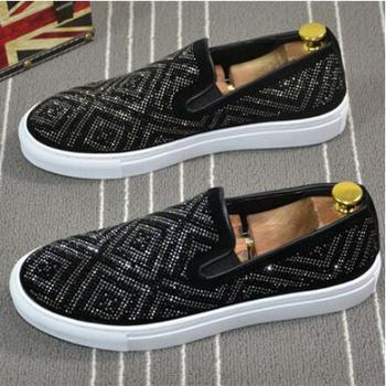 2019 New Italy Style Fashion Men loafers Black Diamond Rhinestones Spikes men shoes Rivets Casual Flats Wedding shoes