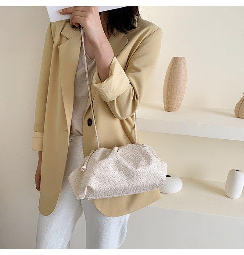 feminina design da marca saco de bolinho