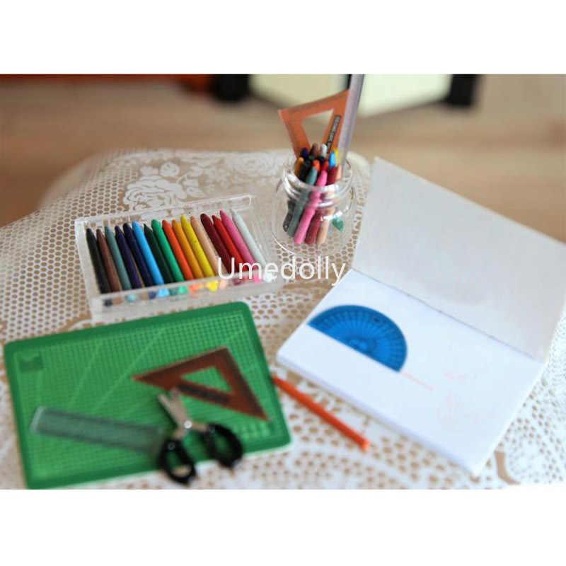 1 ชุด 1/6 ขนาด MINI Dollhouse Miniature Crayon ตัดไม้บรรทัดกรรไกรสำหรับ Blyth BJD เครื่องเขียนบ้านตุ๊กตาอุปกรณ์เสริม