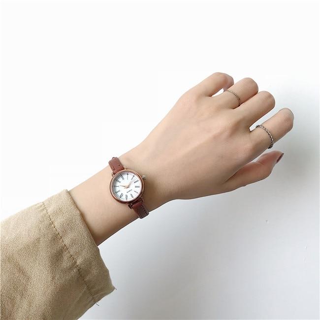 1PC Retro Brown Women Watches Qualities Small Ladies Wristwatches Vintage Leather Bracelet Watch 2020 Fashion Brand Female Clock