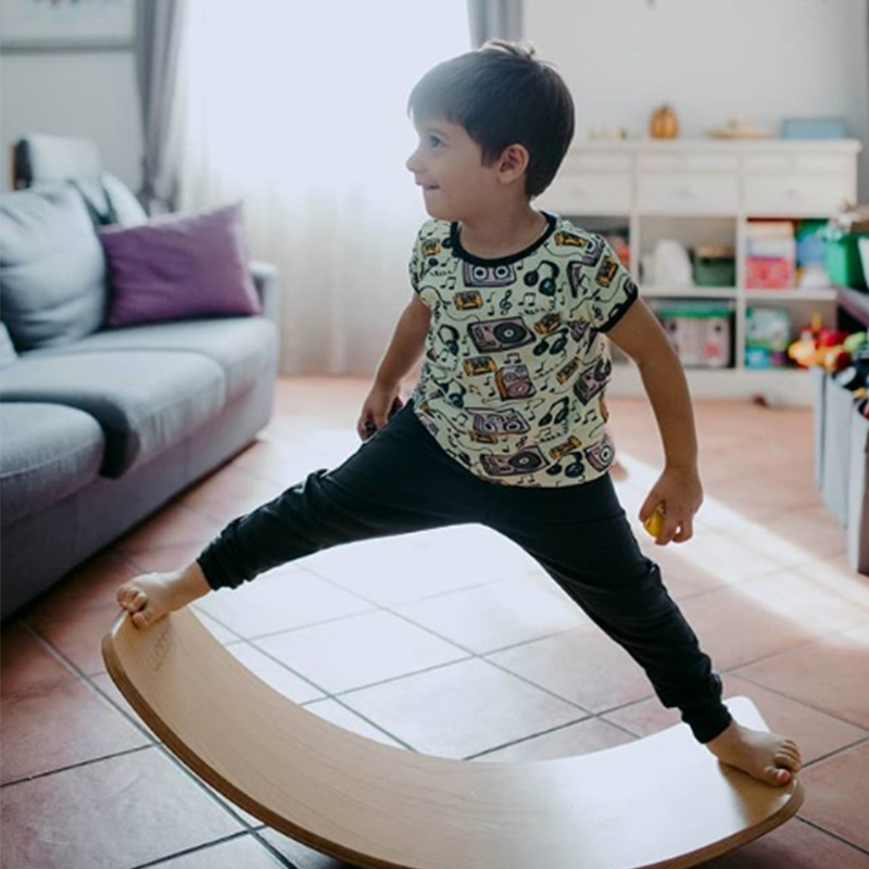 Wooden Balance Board Children Curved Seesaw Yoga Fitness Equipment Baby Indoor Toys Kids Outdoor Sports RZ1178