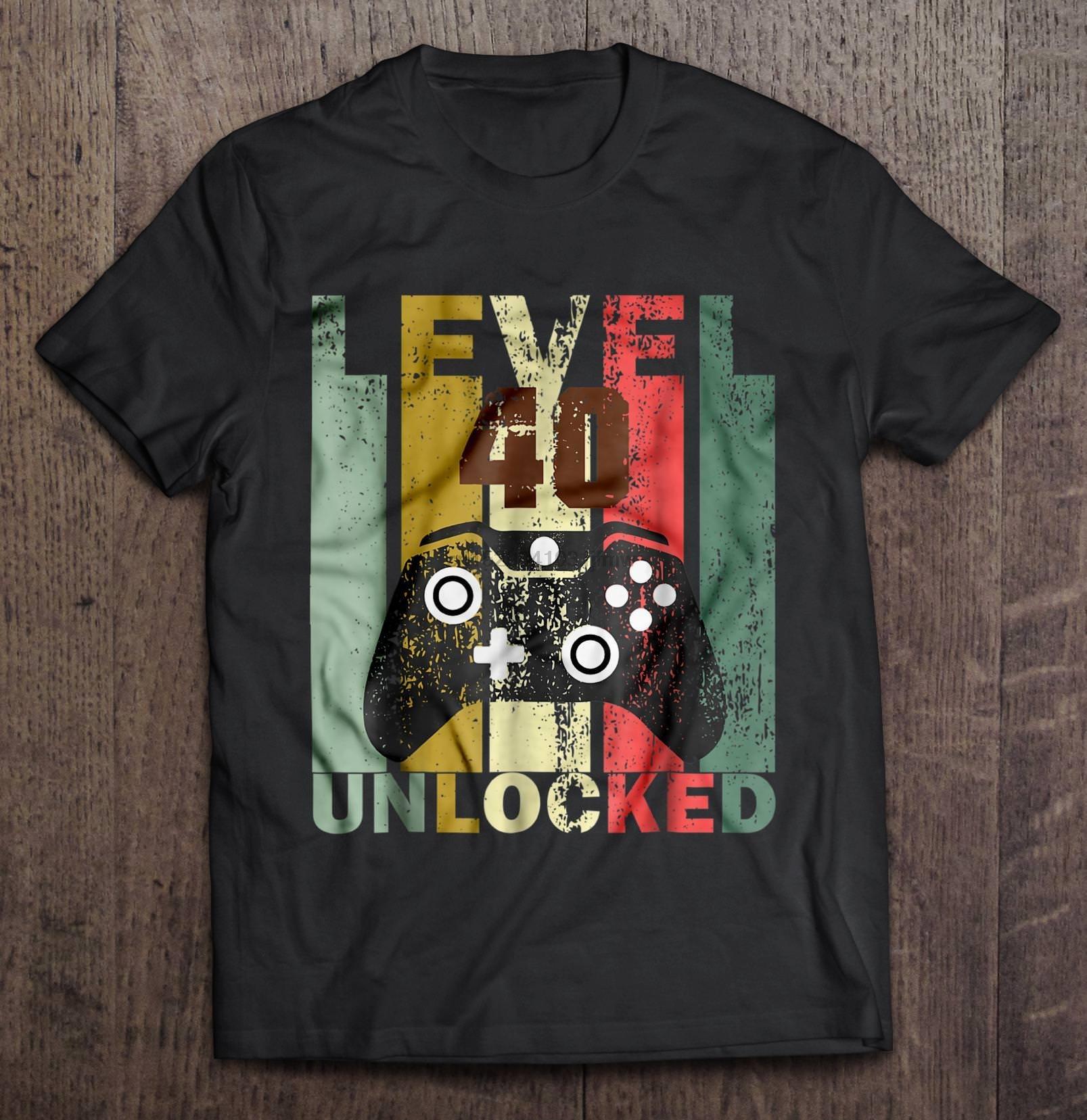 Funny 40 Year Old Banger Classic Car Motif for 40th Birthday mens t-shirt tshirt