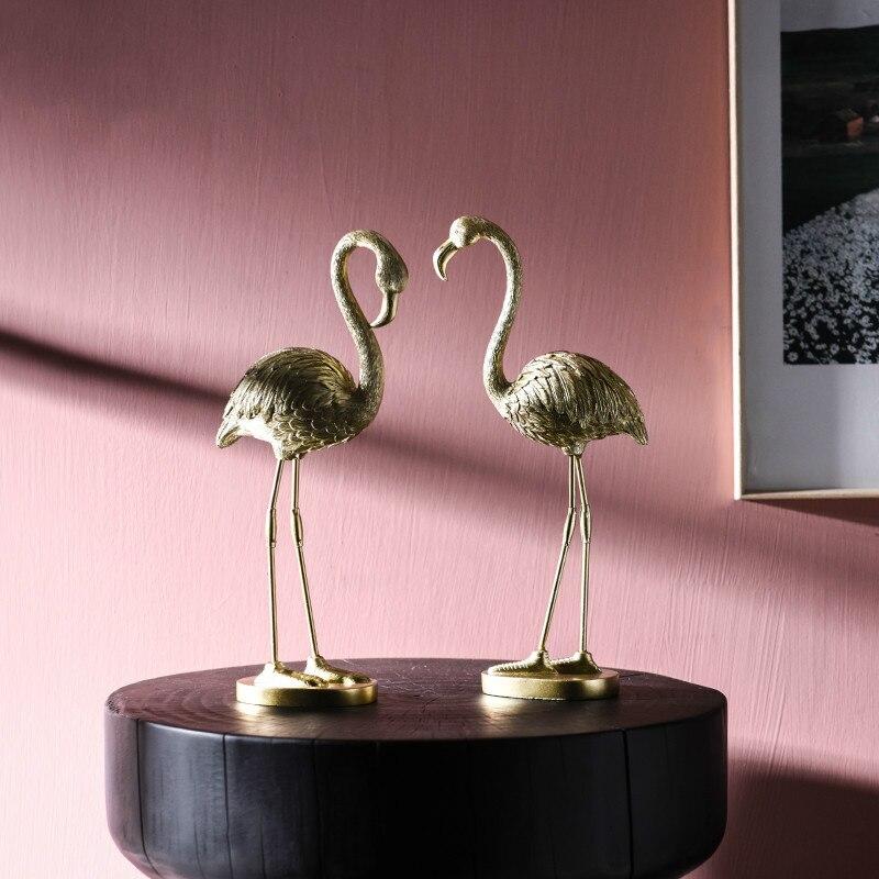 Accesorios de decoración de habitación de DUNXDECO estatuilla miniatura moderna de resina de flamencos dorados artesanías de hierro exhibición de escritorio regalo Pluma azul atrapasueños adornos decorativos hechos a mano Ventana de pared dormitorio decoración de sala de estar