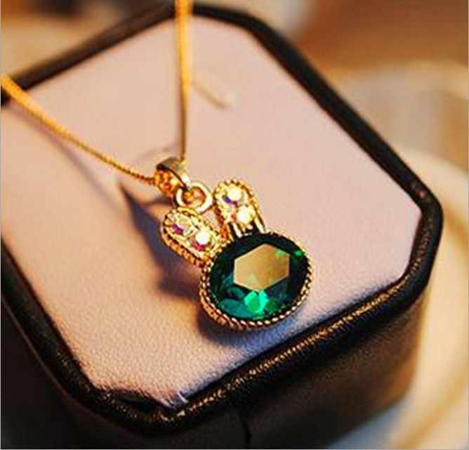 Version coréenne de petits bijoux vente en gros mode nouveau collier sauvage mer vert lapin lapin cristal mignon femme collier