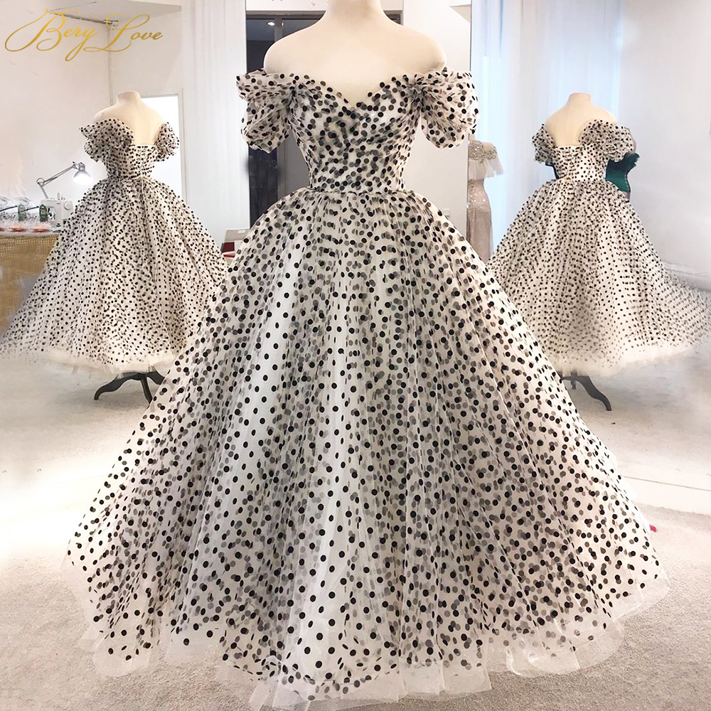 Lace Up Short Black Prom Dress Sweetheart Dot Tulle A Line Elegant Party Dress Short Sleeves Long Gown Evening Dress Plus Size