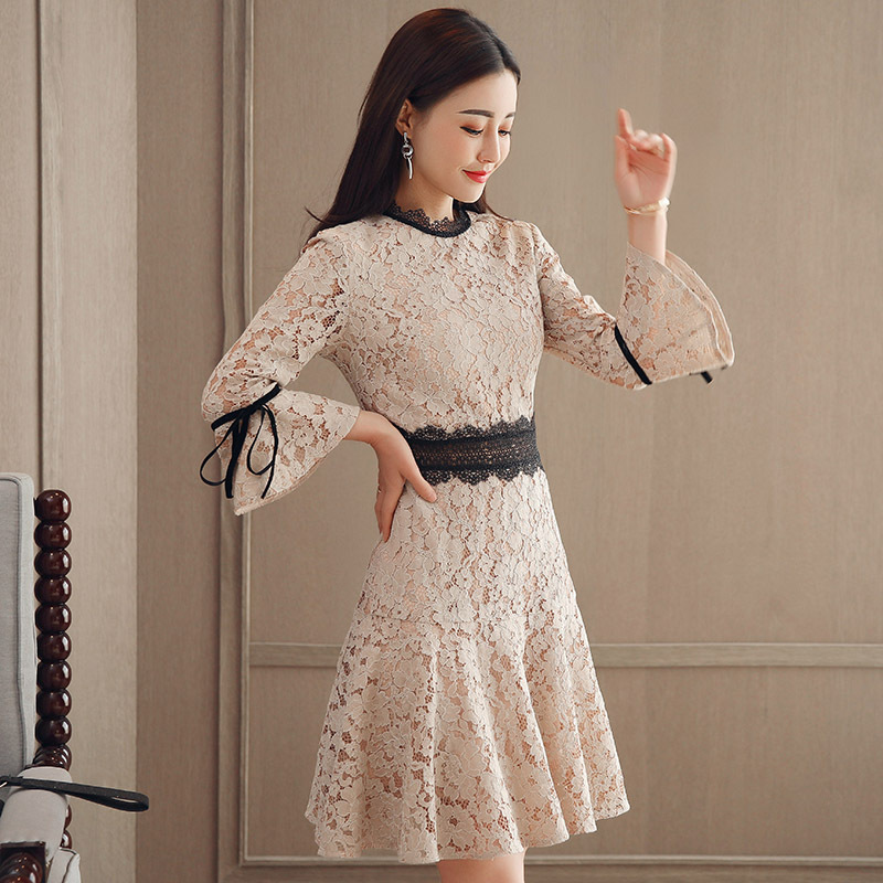 2018 Spring Clothing New Style Debutante Bell Sleeve Waist Hugging Hollow Out Lace Fishtail Dress