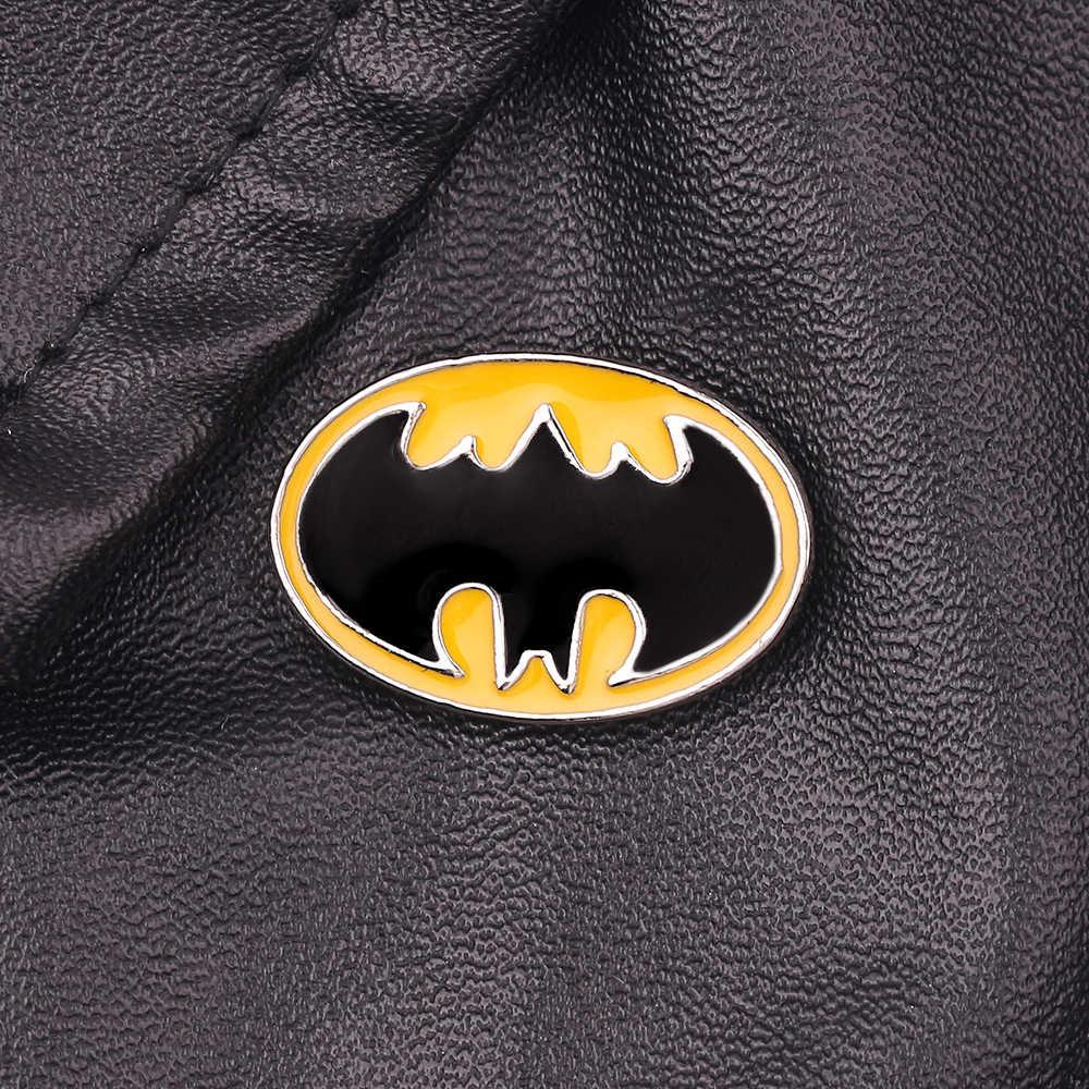 DC Comics Batman เข็มกลัด Pin เครื่องประดับสำหรับชายเสื้อแจ็คเก็ตเสื้อยืดอุปกรณ์เสริมสีเหลืองเคลือบ Pins Broches