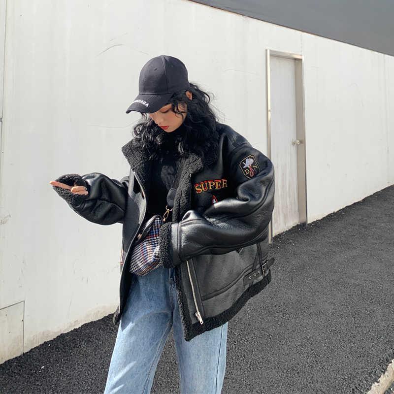 韓国の冬の女性の新 2020 ルーズ肥厚子羊の毛の PU コートオートバイの衣類の男性と女性の手紙ジャケット臥